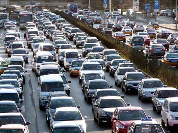 Exposición al tráfico puede aumentar riesgo de infartos