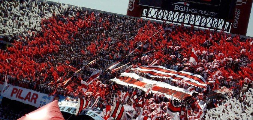 Una granada para River Plate