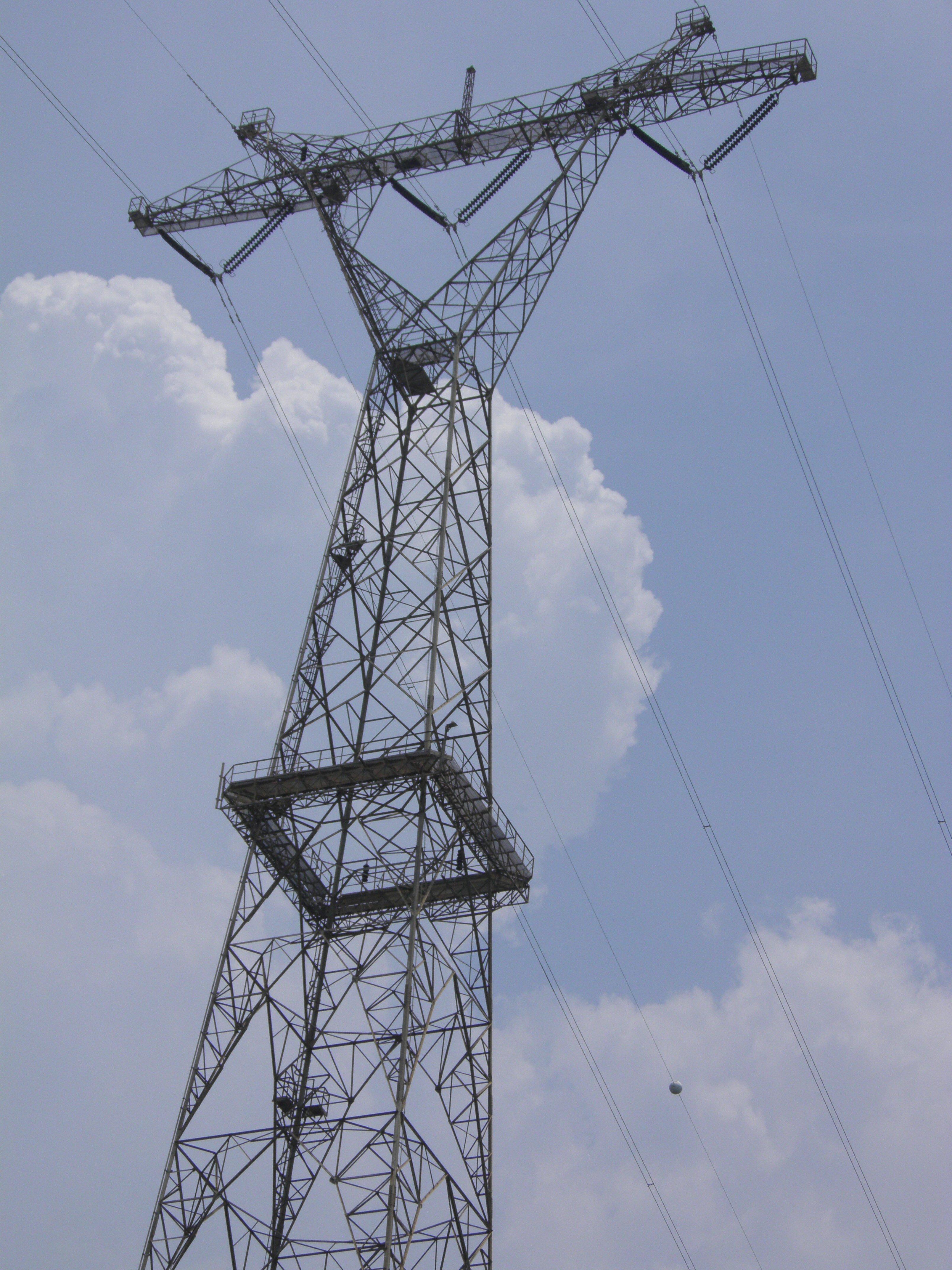 Torres eléctricas del lago están que se caen