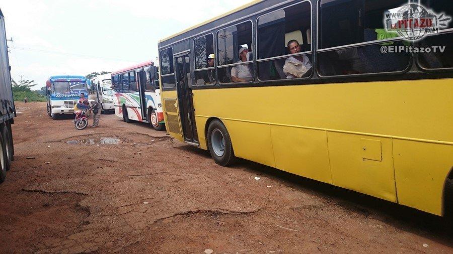 El bus amarillo que nunca llegó a la Toma de Caracas