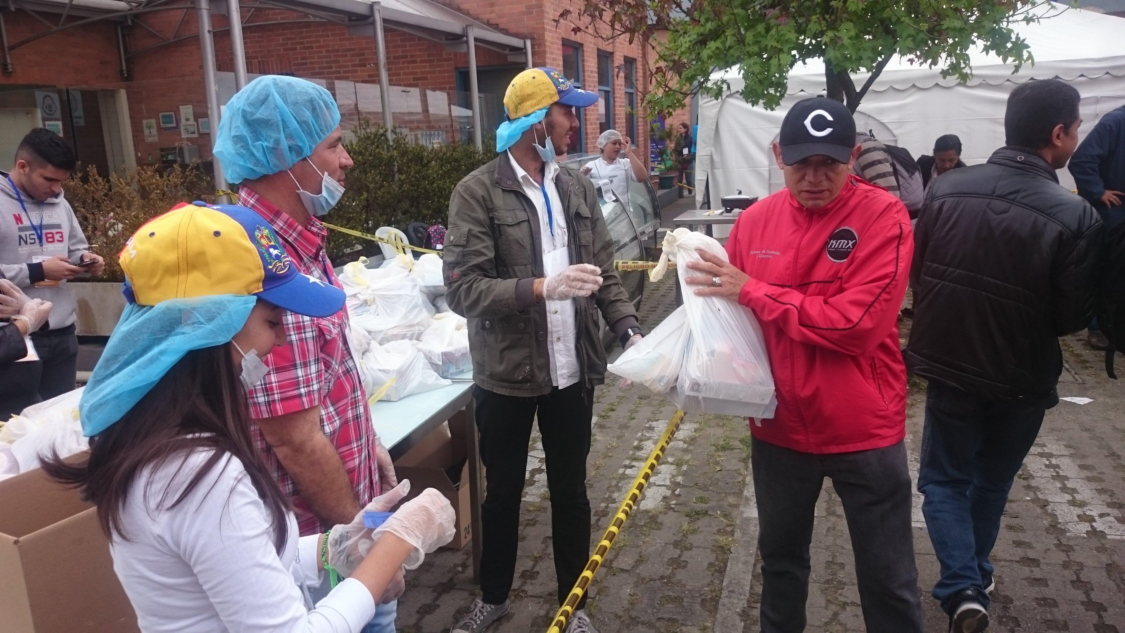Venezolanos en Bogotá recibieron una manito en jornada humanitaria