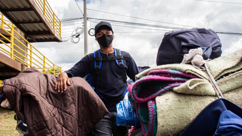 Una mano solidaria a los caminantes venezolanos